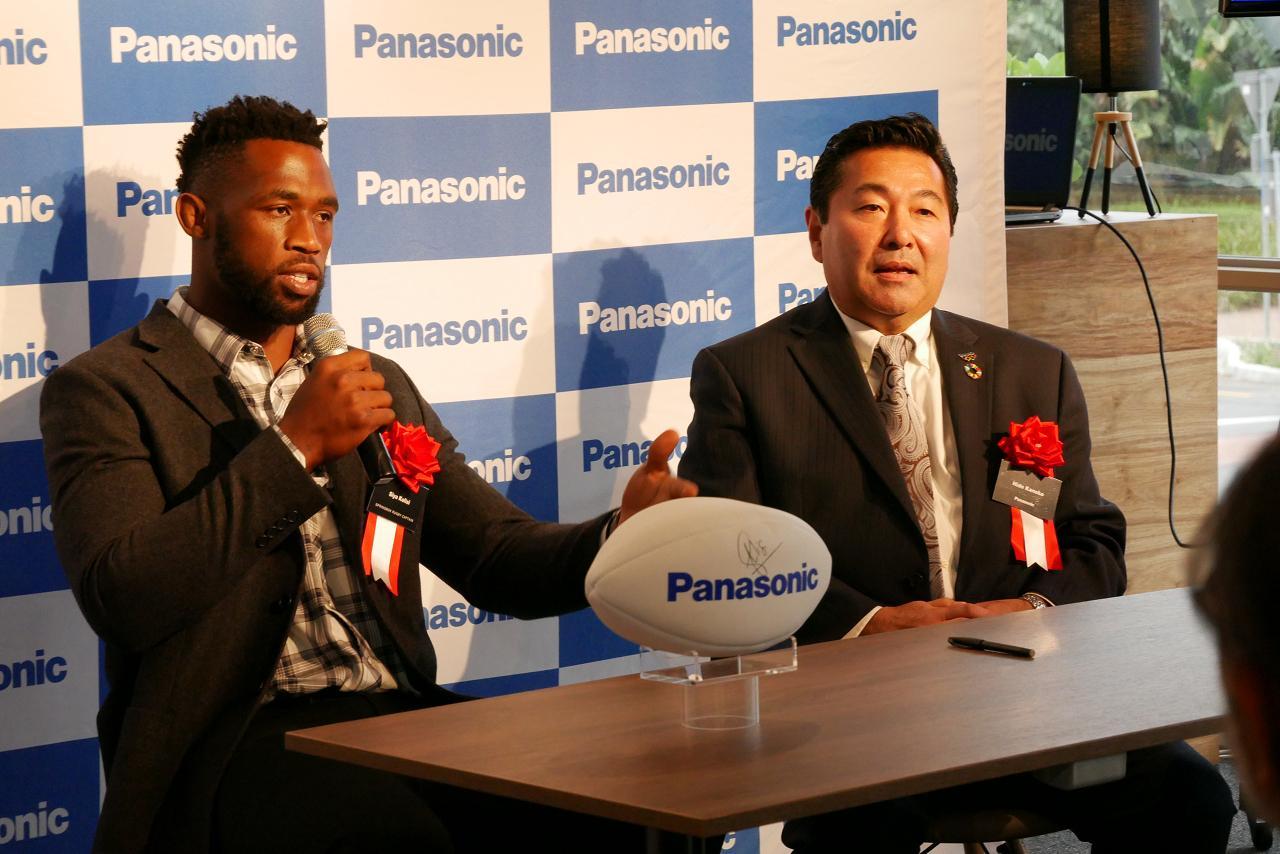 photo: Mr. Siya Kolisi and Mr. Hidetoshi Kaneko, Managing Director of Panasonic South Africa (Pty) Ltd