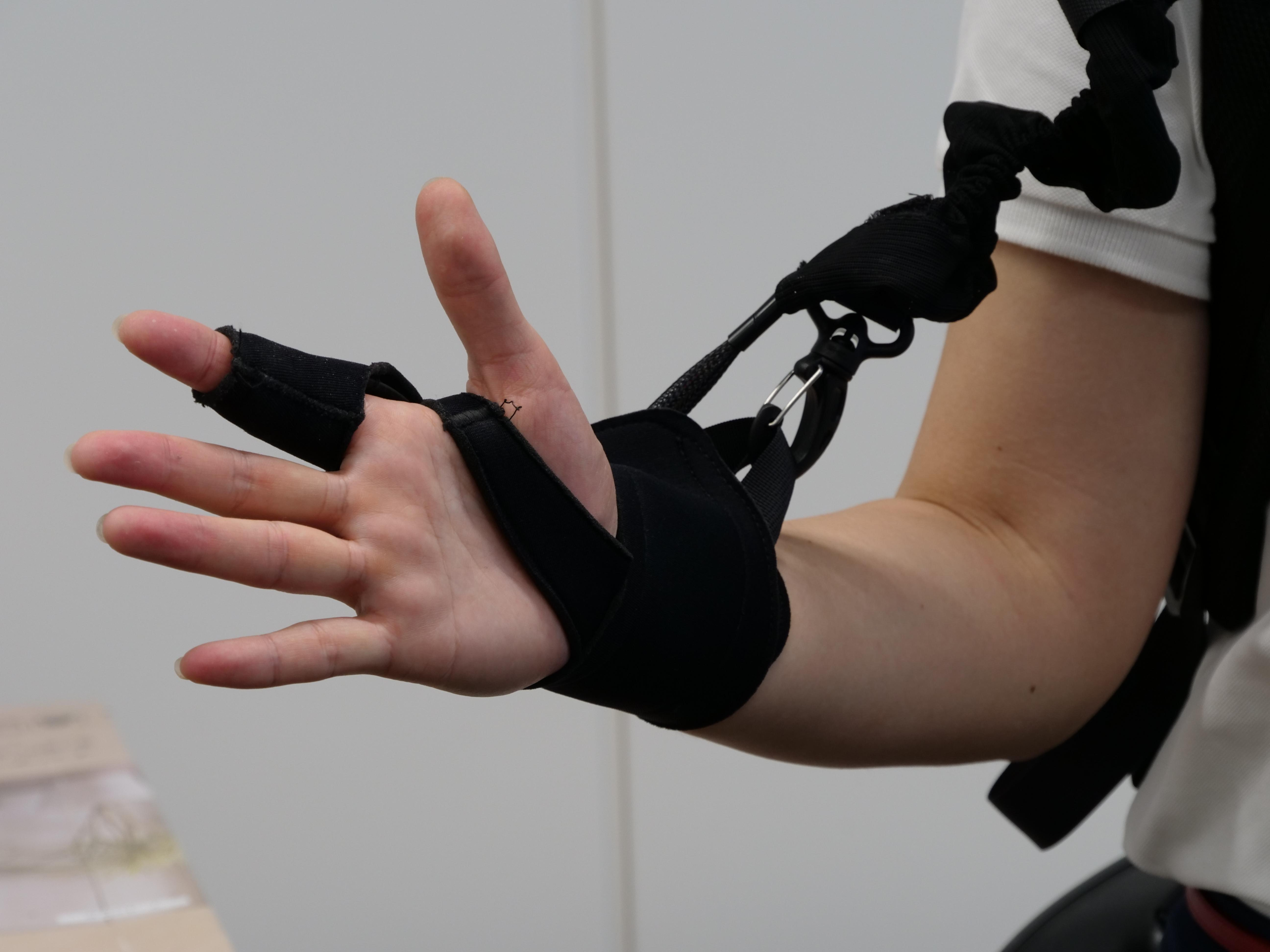 photo: A Powered Wear ATOUN MODEL Y for waist with arm support function part, the prototype to be tested, was demonstrated.