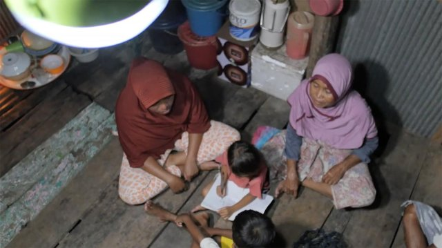 New Employee Delivers Light to an Non-electrified Region - 100,000 Solar Lantern Project