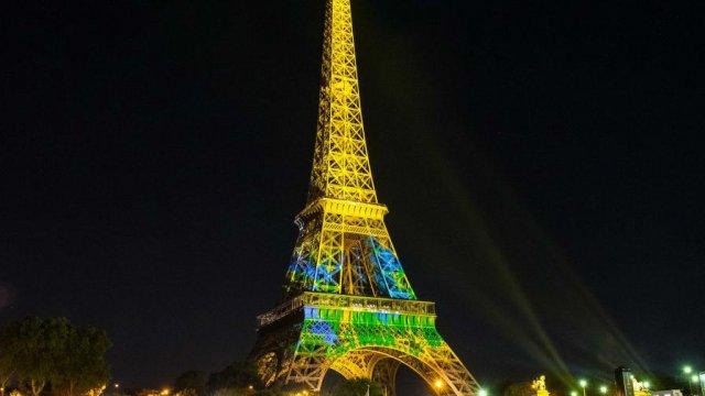 Panasonic Business Projectors Help to Illuminate the Eiffel Tower