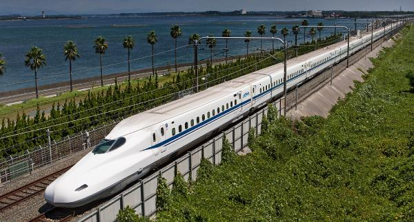 """The First-Ever """"Head Car Scuffing Machine"""" for the Shinkansen Bullet Train: Dexterous Force Control Replicated by """"Japan's Engineering Prowess"""""""
