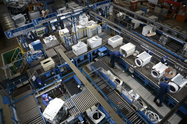 "Sifting through Resources Is Like a ""Treasure Hunting"": The Job Asked of Panasonic's State-of-the-Art Electric Appliance Recycling Facility"