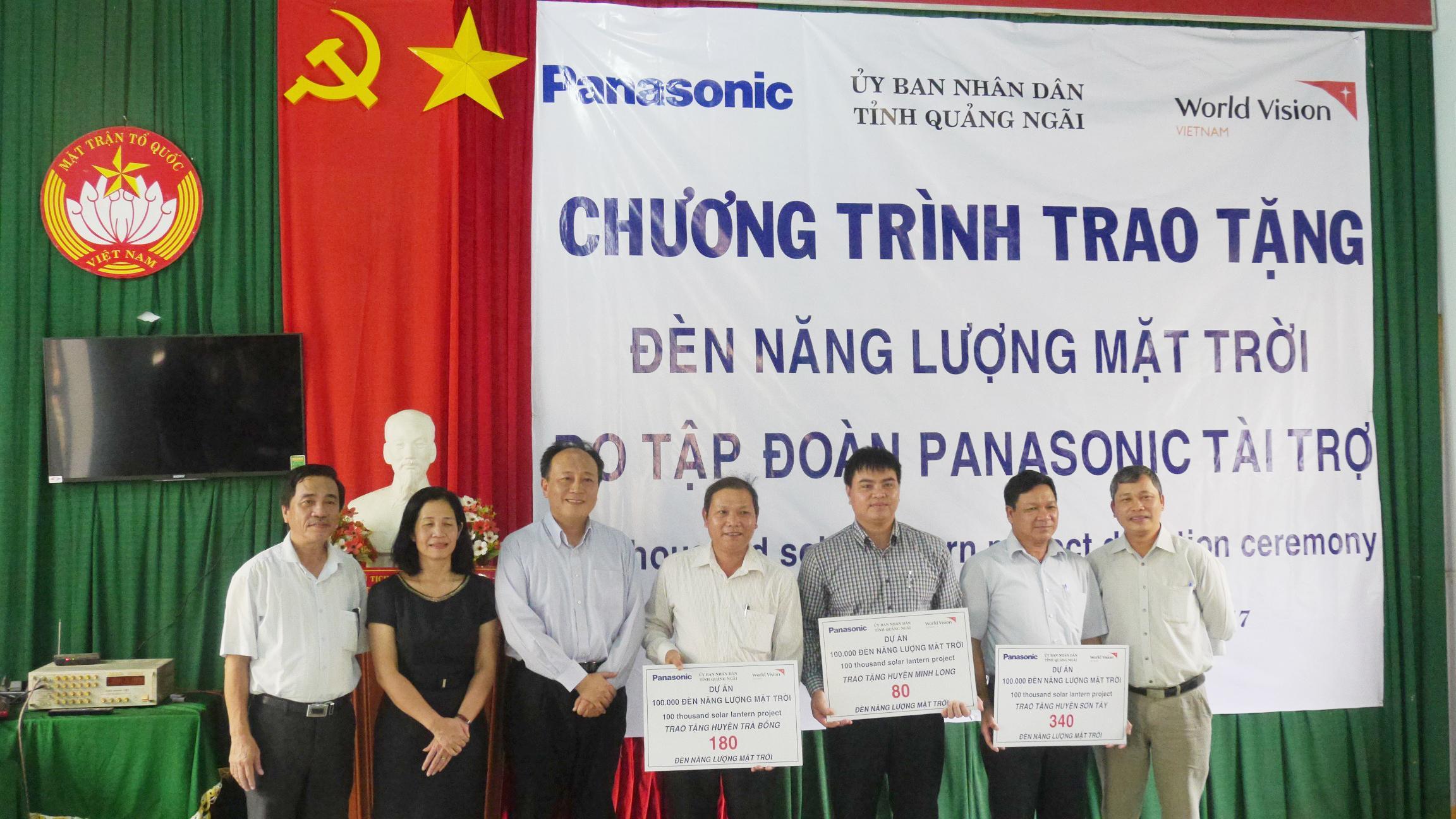 photo: donation ceremony in Vietnam