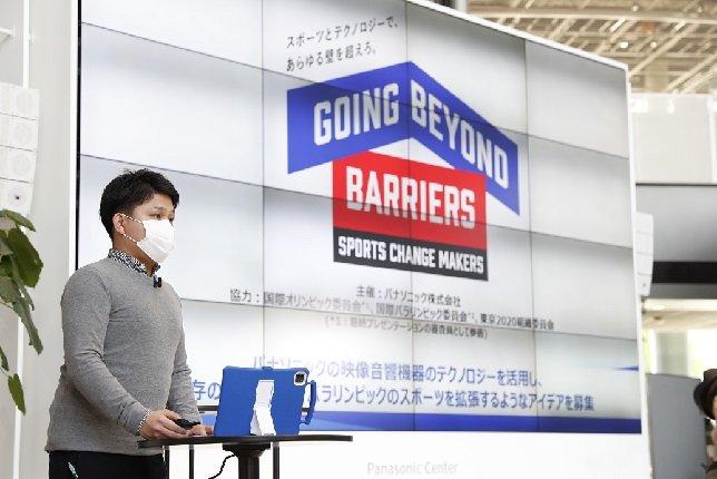 Photo: Yasuhiro Fukuda, the Panasonic project leader, explaining the initiatives of the SPORTS CHANGE MAKERS program