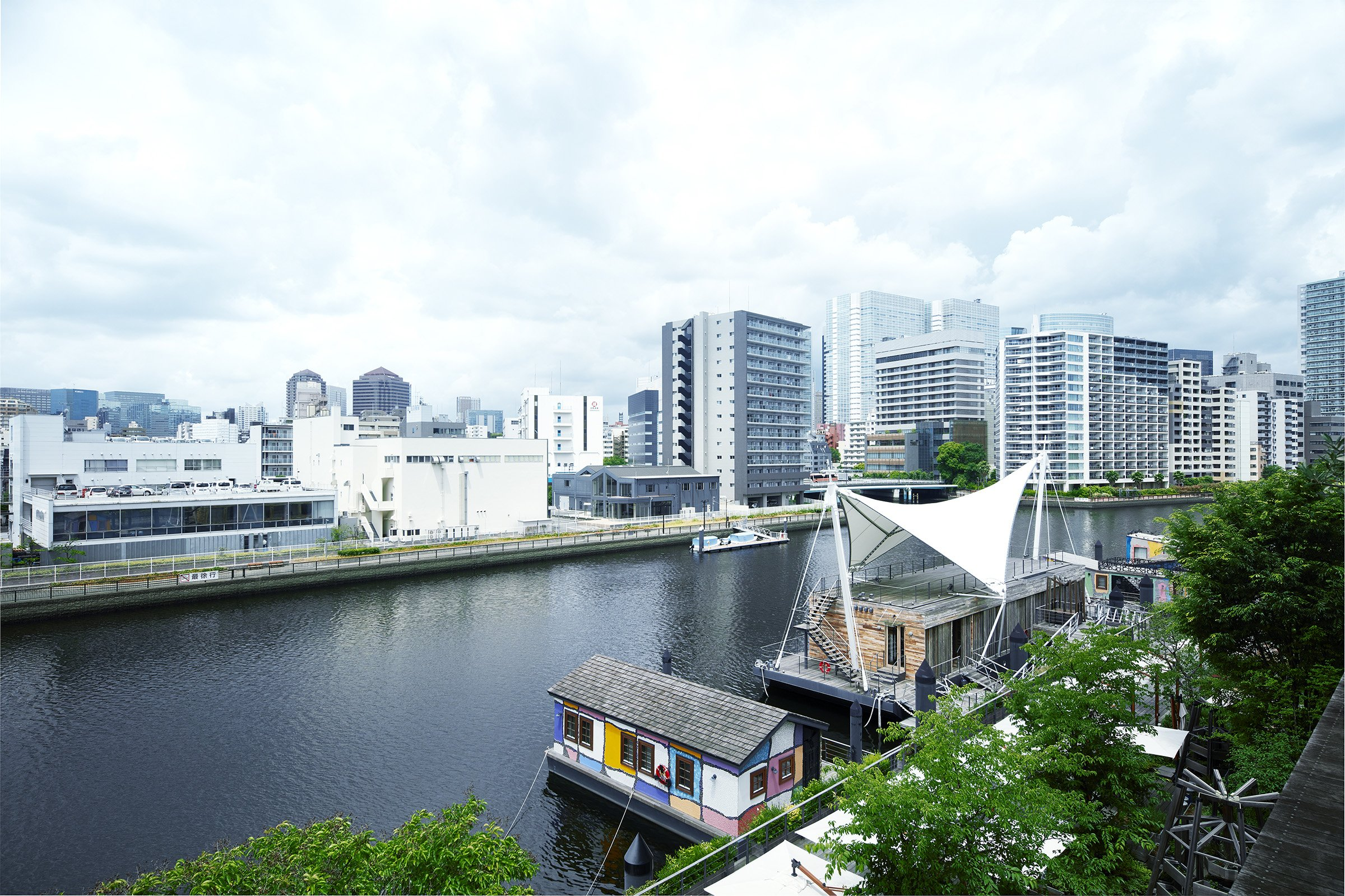 Photo: Tennozu area, a well-known waterfront facing the canal.