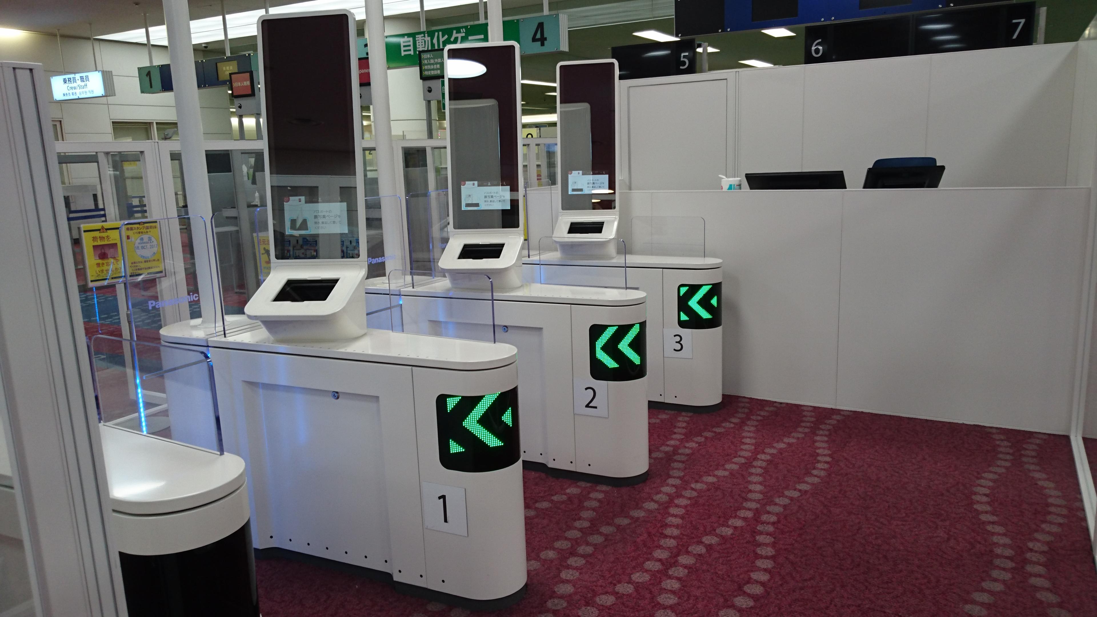 photo: panasonic facial recognition gate at Haneda Airport
