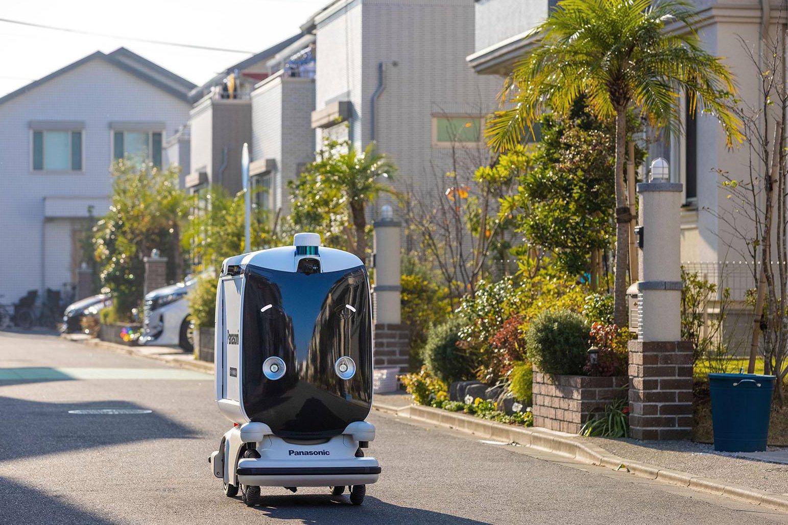 Photo: Field experiment of the autonomous delivery robot.