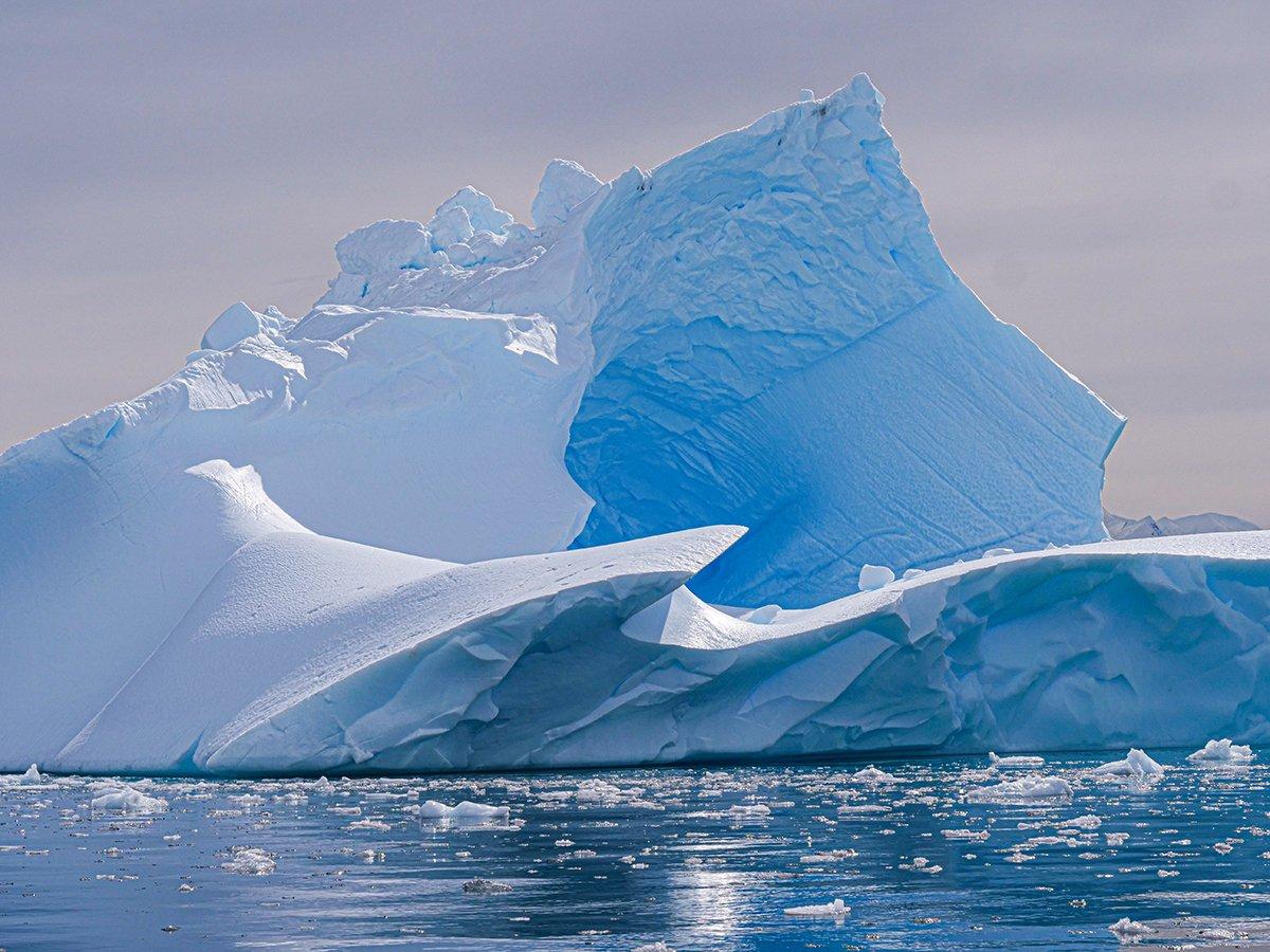 Photo: Gigantic iceberg in Antarctica