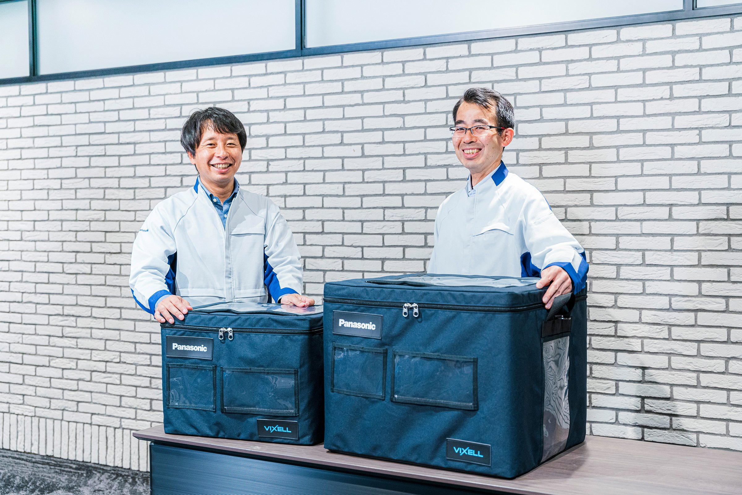 Photo: The happy development team leaders with the new VIXELL containers.