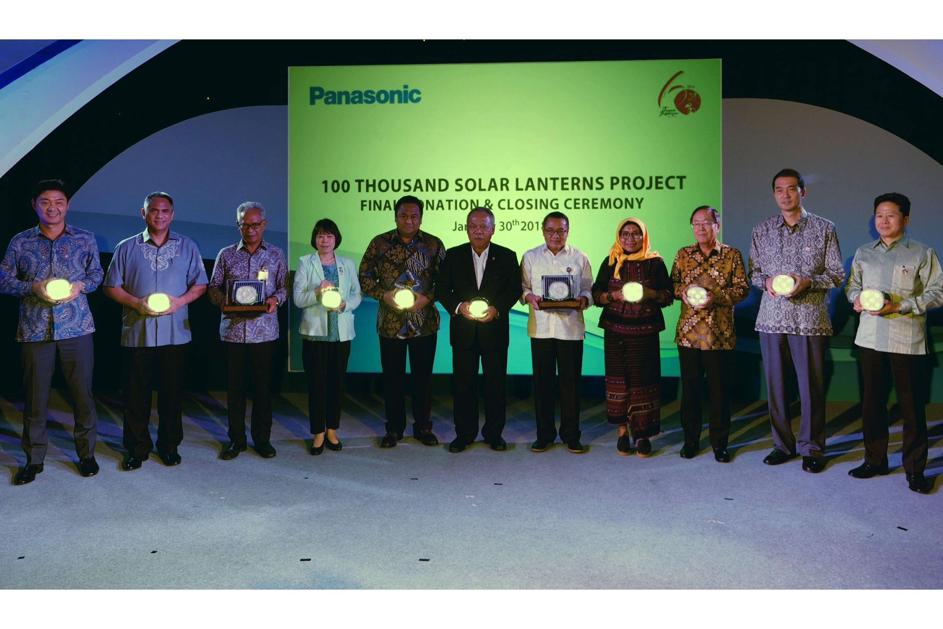 photo: the closing ceremony of panasonic's 100 thousand solar lanterns donation