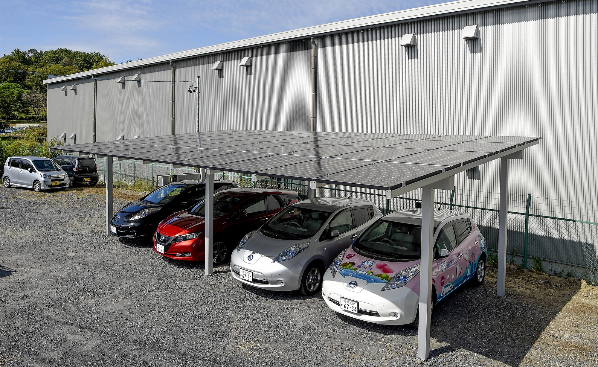 Photo: 4 cars can be parked in a solar garage with solar panels.