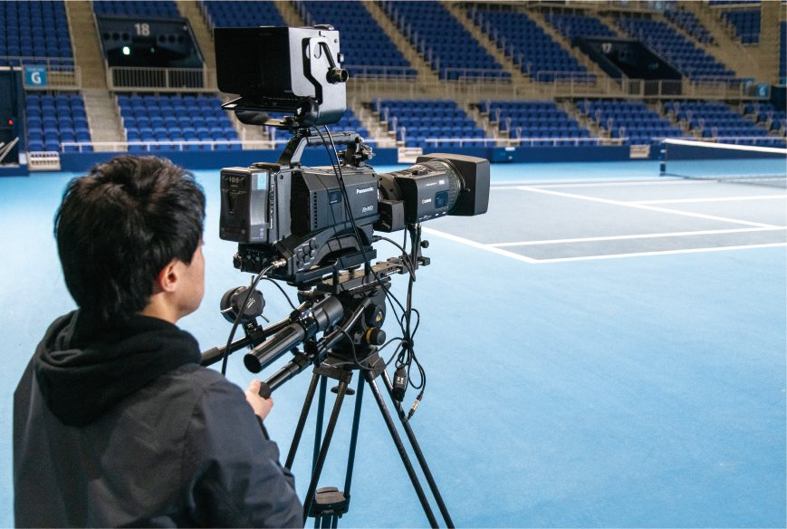 Photo: A cameraman using the AJ-PX5100GJ that can transmit video via SDI from the courtside camera terminal board.
