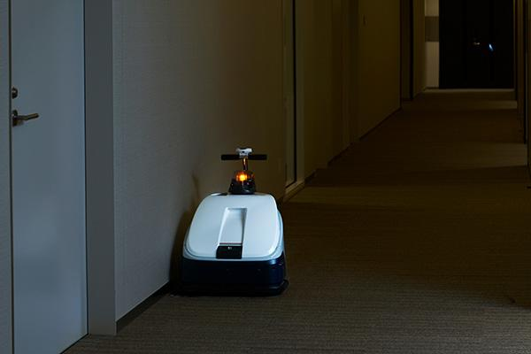 photo: RULO Pro at work cleaning the floors at Tokyo Midtown Hibiya