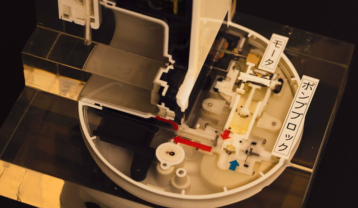 The cut-away model taht shows the motor and the flat pump block on the bottom