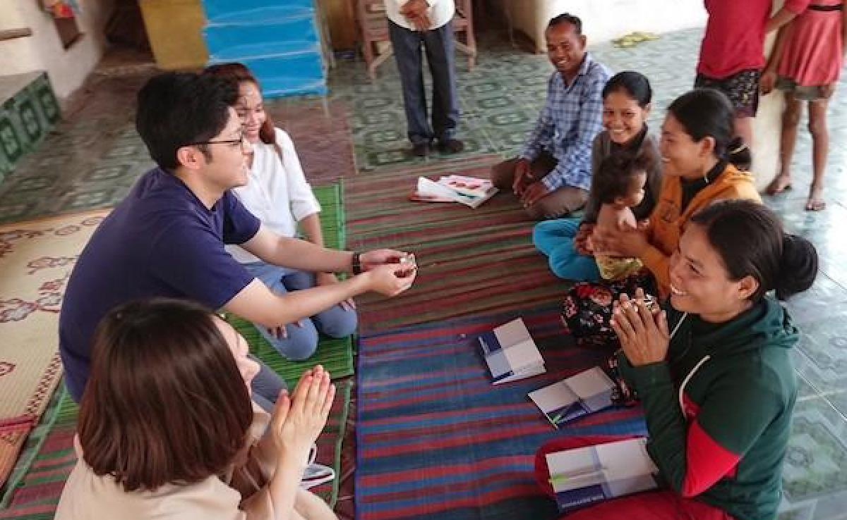 photo: Four special overseas volunteers visited Cambodia's Kampong Cham Province.