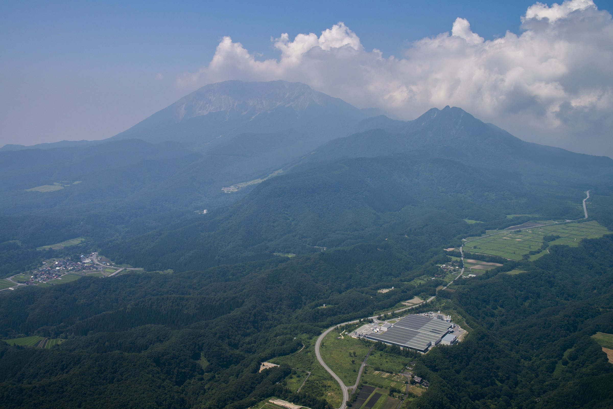 Photo: Suntory Okudaisen Bunanomori Water Plant that lives in harmony with the rich natural environment.