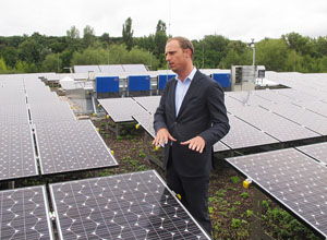 thumb_07_Panasonic_HIT_Solar_Cell_Modules_Power_the_Federal_Environment_Agency_in_Germany.jpg