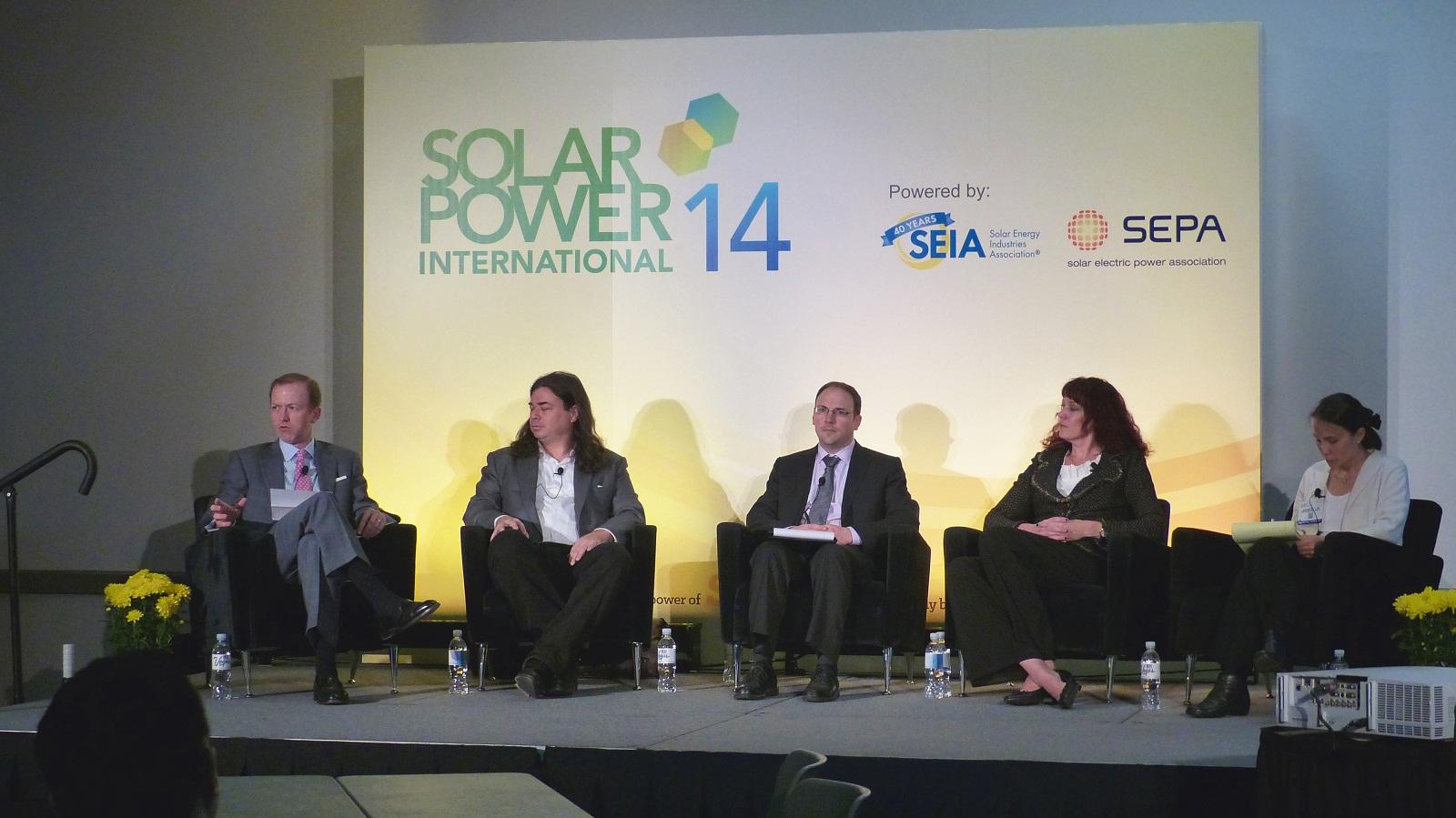 太陽光発電を成功させる上での障壁をどのように取り除くか、直面する様々な課題について話し合われた