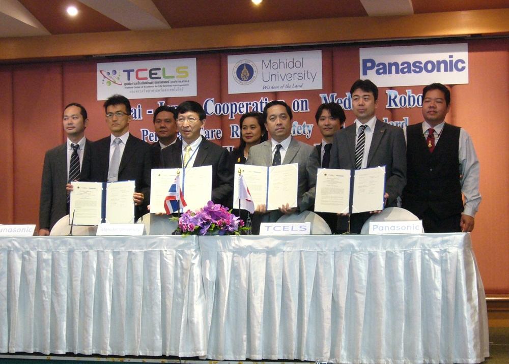 バンコクで行われた調印式の様子~パナソニックがタイのロボット開発・国家プロジェクトに参画
