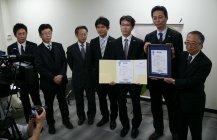 認証書授与式。JQA 森本理事長(右端)、パナソニック モノづくり本部・小南PL(左から2人目)他