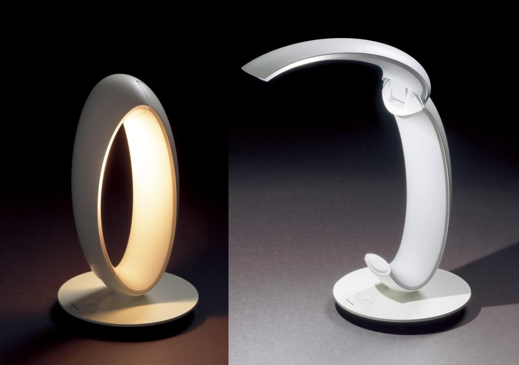 灯具の開閉であかりを切り替えられる「LEDスタンド」(灯具の開閉)