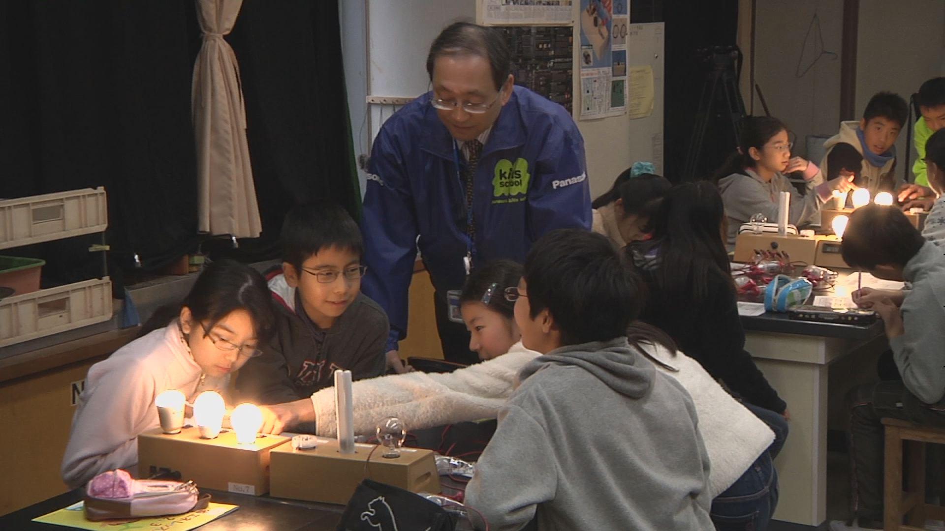 出前授業「あかりのエコ教室」消費電力計を使った実験