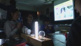 出前授業「あかりのエコ教室」手回し発電機を使った実験