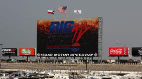 Texas Motor Speedwayに納入したパナソニックの世界最大フルHD-LEDディスプレイ