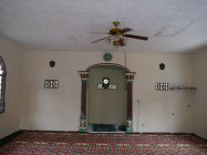 モスクに取り付けた省エネの電球型蛍光灯