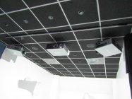 「インドアマッピング」は3つのプロジェクターが3方向の壁面に映像を投影する