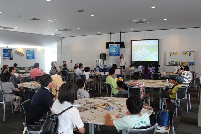 「2013 Ene-1 GP SUZUKA」での手づくり乾電池教室の様子