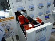 自動錠剤包装機ではICチップがタブレットケースを認識しヒューマンエラーを防ぐオプション機能も。