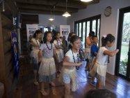 「Video Meet」で南洋ダンスを踊る子どもたち
