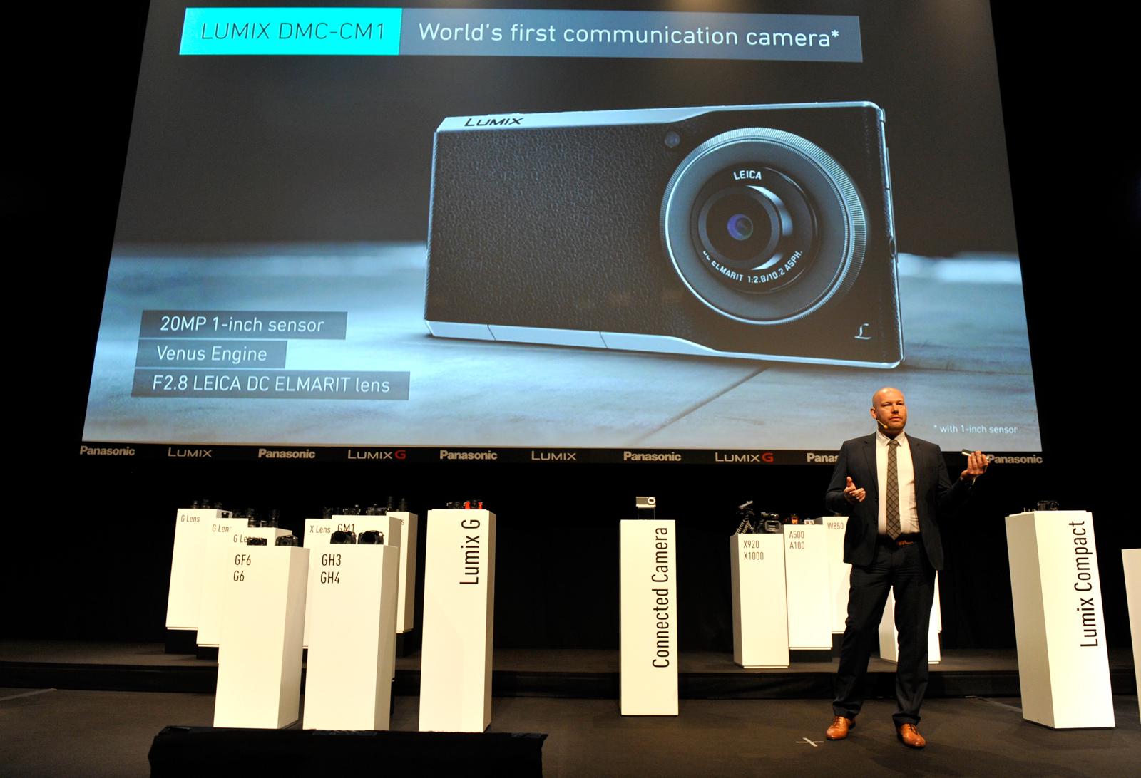 注目を集めたコミュニケーションカメラ「DMC-CM1」(参考出展)