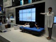 施設利用者の就寝中の呼吸や体動を検知する「みまもりシステム」(参考出品)