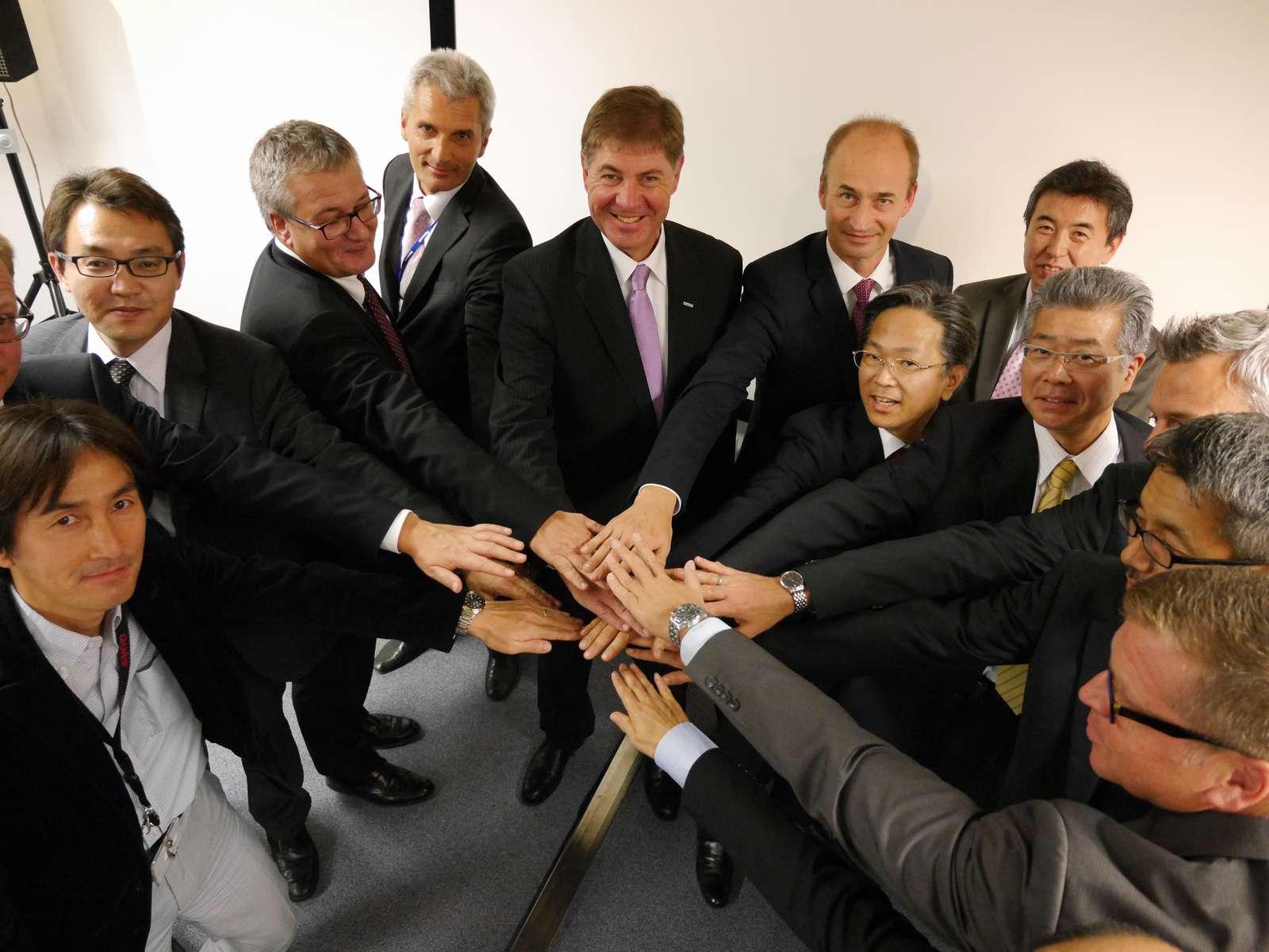 ウィルヘルム・スティーガーPAISEU社長と各社の経営陣