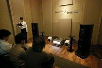 リスニングルームでは2つの新シリーズの音をそれぞれ体感できる