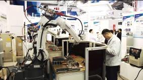 パナソニックの溶接ロボット 実演デモ