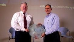 パナソニック ノースアメリカのテイラー会長兼CEO(左)とリッツオ最高財務責任者(右)
