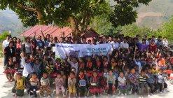 ディエンビエン省の小学校・幼稚園におけるソーラーランタン寄贈行事の模様