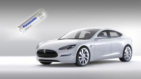 テスラ「モデルS」向けに供給されているパナソニックのリチウムイオン電池セル