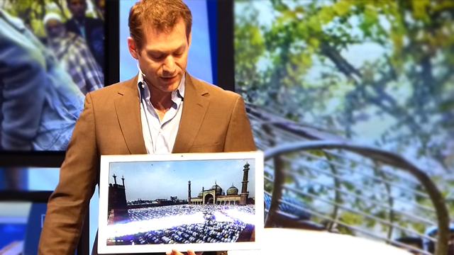 キーノートスピーチでも話題を呼んだ20型4K Tablet (1分05秒)