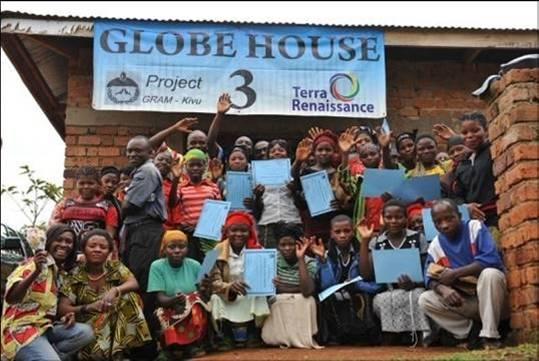 2011年助成NPO法人テラ・ルネッサンス様のコンゴ民主共和国での活動(洋裁訓練修了時の様子)