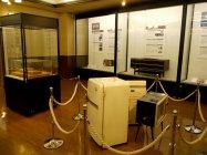 三種の神器と呼ばれた昭和30年代の洗濯機、テレビ、冷蔵庫などの歴史商品29点も出展