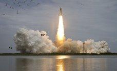 スペースシャトル打ち上げの様子(写真NASA提供)