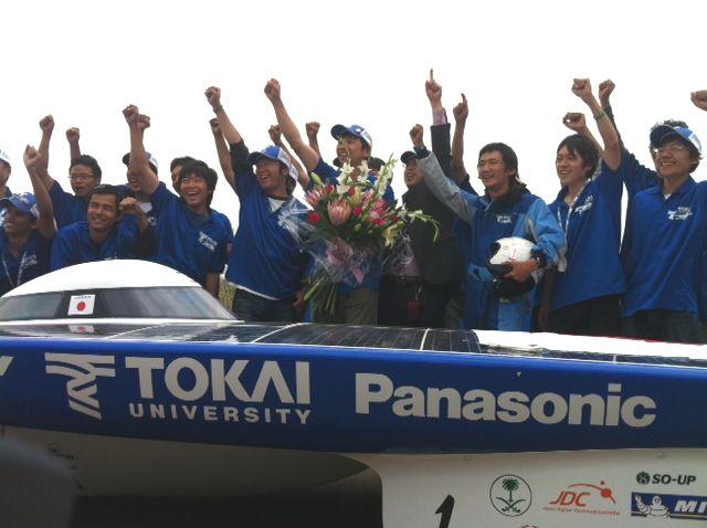 パナソニックが協賛する東海大学ソーラーカーチームが、2011ワールド・ソーラー・チャレンジで優勝
