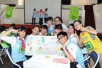 世界遺産環境学習で学んだことを絵に描いて発表する子どもたち