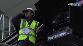 ロンドンオリンピック開会式のスタジアムに設置される2万ルーメンのプロジェクター