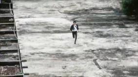 廃ビル屋上を疾走 (0分14秒)