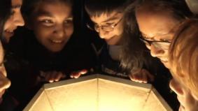 世界遺産清水寺のあかりをLEDに付け替えた子供たち (07秒)